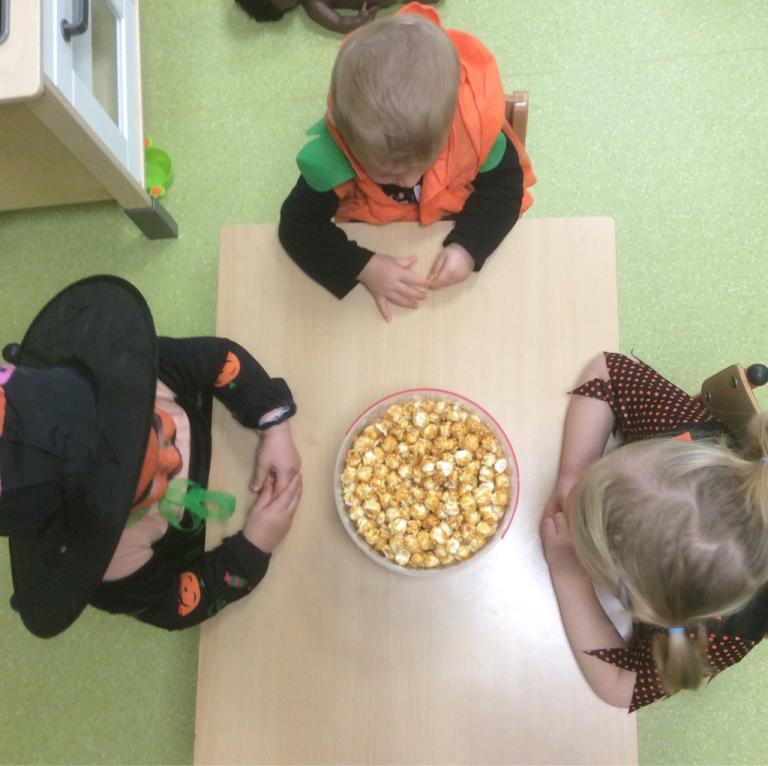 Dégustation de pop corn pour Halloween