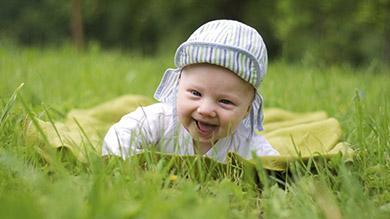 creche naitre grandir bebe jouer dehors